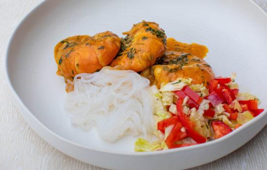 Tiger prawn keto curry with shirataki noodles and salad