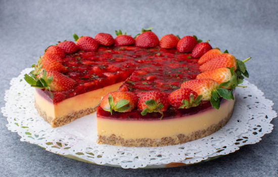 Keto maasikakook laimiga